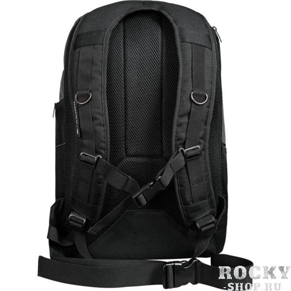 Рюкзак Hayabusa Ryoko HayabusaСпортивные сумки и рюкзаки<br>Рюкзак Hayabusa Ryoko. Выполнен из влагостойкого прочного полиэстера с антимикробной пропиткой. Состоит рюкзак из основного отсека и вспомогательных карманов, в том числе имеется и небольшой флисовый карман для мелких вещей. Достаточно широкие и удобные лямки. Hayabusa очень скрупулёзно относится даже к самым маленьким аспектам в своём производстве: все логотипы на рюкзаке - качественная вышивка, молния сделана в фирменном стиле, очень высокое качество прошивки, форма рюкзака выполнена по всем законам эргономики. Прекрасно послужит как для походов в спортзал, так и для поездок на отдых и в путешествиях. Отлично подойдет для переноски обуви, одежды, перчаток. Габариты: 53*33*18см.<br>