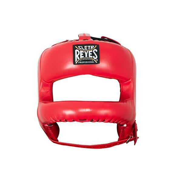 Шлем боксерский Cleto Reyes, с защитой носа , С бампером Cleto ReyesБоксерские шлемы<br>Жёсткая защитная рама, предохраняющая лицо от травм<br> Застёжка-липучка на затылке позволяет кастомизировать размер шлема именно для вашей головы<br> Надёжное крепление на шнурках не даёт шлему сползать и прокручиваться во в ходе спарринга<br> Материал - 100% кожа премиум-качества<br> Застёжка-ремешок на подбородке помимо надёжного крепления выполняет функцию добавочной регулировки размера<br> Мягкий, но плотный наполнитель предельно смягчает удар<br> Эргономичные вырезы для ушных раковин<br> Обеспечивает максимальный обзор<br><br>Цвет: Красный