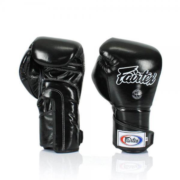 Тренировочные перчатки на липучке Fairtex, 18oz FairtexБоксерские перчатки<br>Трехслойная система защиты вокруг ударной части руки погашает удар и защищает от повреждений кисти. Увеличенный фиксация перчатки в области кисти для уменьшения риска получения травмы запястья. Сшитые из кожи класса  премиум.  Закрытый дизайн пальца перчаток STYLISH ANGULAR SPAR, чтобы снизить травмы глаза и большого пальца. Размер: 18 oz. Цвет: черный, желтый. Производство: Таиланд.<br><br>Цвет: Белый