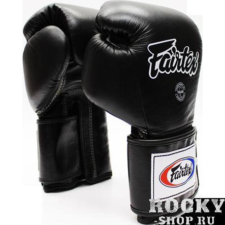Тренировочные перчатки на липучке Fairtex, 18oz FairtexБоксерские перчатки<br>Перчатки BGV5 Pro Training Gloves - профессиональные, тренировочные перчатки.Отлично подходит для Кикбоксинга, Бокса и Муай Тай.Прекрасно подойдут для тренировочных спаррингов, выступления на соревнованиях, работы на мешках и на лапах.Перчатки ручной работы, выполнены из натуральной кожи.Особенностью этой модели является широкая липучка, она максимально защищает предплечье.Так же немного загнут большой палец, что позволяет сильнее сжимать кулак и наносить более сильные удары.Материал: кожа.Размер: 18oz.Цвет: черный.Производство: Таиланд.<br>