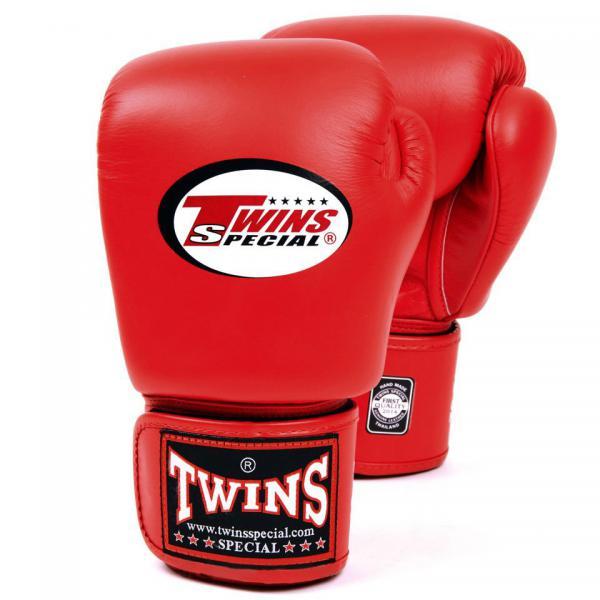 Перчатки боксерские тренировочные, 6 унций Twins SpecialБоксерские перчатки<br>Материал – 100% кожа наивысшего качества<br> Удобная застежка на липучке<br> Идеальное соотношение цена – качество<br> Ручная работа<br><br>Цвет: Красный