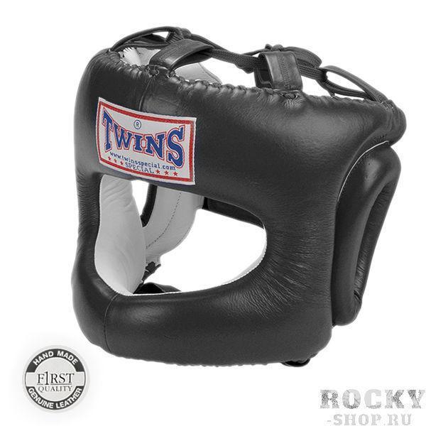 Боксерский шлем, с дугой, Размер L Twins SpecialБоксерские шлемы<br>Шлем HGL-9Боксерский шлем с дугой — первоклассное решение для боксеров, которые не хотят, чтобы их любимое занятие стало причиной повреждения носа, лица, ушей. В его конструкции предусмотрена жесткая защита носа в виде металлического бампера (дуги), обтянутого мягким наполнителем и крепкой кожей. Шлем Twins HGL-9 считается одним из лучших в этом классе шлемов для боевых искусств. Конечно, это шлем, предназначенный не для профи поединка, а для длительных и изнурительных занятий спортом, на которых шанс получить повреждения выше, чем в соревновательном бою. Дело в том, что на состязаниях спортсмен предельно сконцентрирован и старается не пропускать удары, на тренировке же, когда идет отработка движений, попадания по корпусу и лицу происходят чаще. Да и спарринг партнеры не постоянно располагают близкую массу тела. Занимаясь в шлеме Twins можно предельно обезопасить себя. Его преимущества — это:анатомическая вид, обеспечивающая плотное прилегание изделия к голове;натуральная кожа наивысшего качества;M, L, XL размеры, позволяющие подобрать подходящий шлем фактически для любого человека;удобная застежка липучка на затылочной области;индивидуальное работа;эргономичная и функциональная конструкция;не сползающая во в ходе занятий спортом конструкция, надежно держащаяся на голове. Интернет магазин боксерской экипировки «Рокки» — это то место, где можно приобрести красный, черный шлем с бампером Twins HGL-9 по действительно выгодной цене. У нас постоянно в наличии шлемы всех размеров, предусмотрена бесплатная доставка в различные регионы. Мы гарантируем, что купленный у нас шлем с дугой прослужит многие годы, даже в случае его постоянного использования в высокоинтенсивных тренировочных процессах. Ведь мы предлагаем исключительно оригинальные изделия, а не их более дешевые и менее первоклассные аналоги. <br> Жёсткая металлическая дуга защищающая лицо от травм<br> Застёжка на липучке<br> Анатомический покрой об