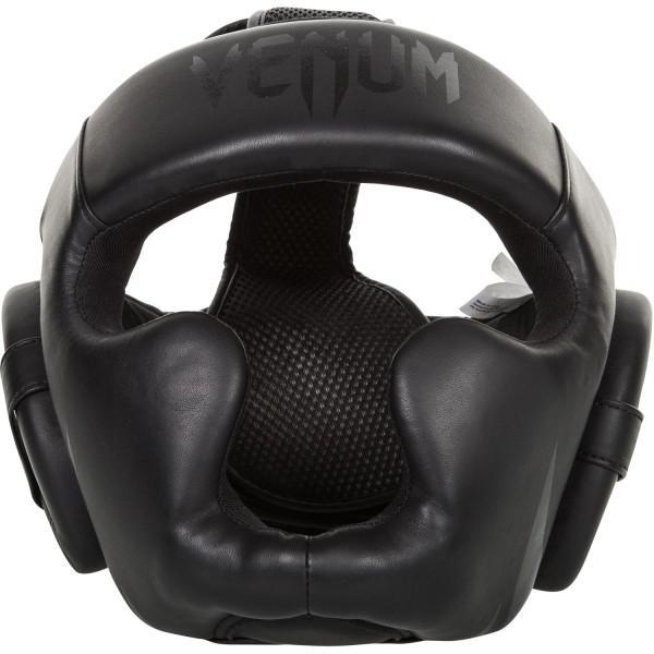 Боксерский шлем Venum Challenger 2.0, безразмерный VenumБоксерские шлемы<br>Шлем боксерский Venum ChallenGer 2.0. Очень мягкая, приятная тканевая подкладка. Рисунок на липучке сделан методом штамповки. Специальный наполнитель(пена) обеспечивает максимальную амортизацию при ударе, а соответственно защищает лицо(голову). Помимо защиты самой головы, шлем так же защищает  щеки и уши. Размер универсальный. Отличное соотношение цена/качество. Крепление- двойная застежка на задней части шлема. Полная защита головы, скул, ушей.<br>