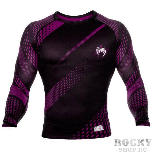 Рашгард Venum Rapid Black/Purple L/S VenumРашгарды<br>Рашгард Venum Rapid Black/Purple L/S - ощущается как вторая кожа и подходит для самых интенсивных тренировок. Компресия обеспечивает оптимизацию производительности и лучшее время восстановления. Материал состоит из смеси полиэстера и спандекса, идеально садится на любой тип тела. Рисунок полностью сублимирован в ткань и никогда не сотрется. Особенности:-Сделано в Китае- Состав - 87% полиэстер/13% спандекс - эластичная и прочная ткань- Компрессионная технология улучшает кровообращение в мышцах и ускоряет восстановление- Рисунок полностью сублимирован в ткань- Усиленные швы- Силиконовая полоса на талии предотвращает задирание<br><br>Размер INT: XXL
