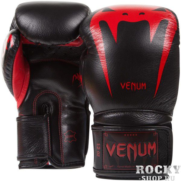 Перчатки боксерские Venum Giant 3.0 Red Devil Nappa Leather, 12 унций VenumБоксерские перчатки<br>Максимальная ударная мощь, непревзойденные защита и комфорт, боксерские перчаткиVenum Giant 3.0 Red Devil Nappa Leather - идеальное орудие для тренировок.Почему они? Потому что Вы достойны самого лучшего. Команда компании Venum подходила к их разработке и созданию со всей тщательностью. Сшиты в Тайланде вручную из 100% натуральной кожи наппа.Внутри находится трехслойная пена высокой плотности, специально для того, чтобы минимизировать риск получения травмы.Их анатомическая форма идеально облегает кулак. Дополнительный слой пены сверху увеличивает процент поглощения ударной силы и оставляет запястья в безопасности.Гладкая внутренняя подкладка быстро высыхает, а также впитывает влагу, что повышает комфорт и снижает риск возникновения неприятного запаха.Широкая манжета на липучке обеспечивает надежную фиксацию руки в перчатках.Перчатки Venum Giant 3 помогут проявить Вам самые лучшие боевые качества. Каждый удар будет оставлять неизгладимое впечатление от ощущения комфорта и безопасноти.Особенности:- 100% натуральная кожа наппа- трехслойная высокоплотная пена- широкая манжета на липучке- защита большого пальца- подкладка, впитывающая влагу- Тайланд, ручная работа<br>