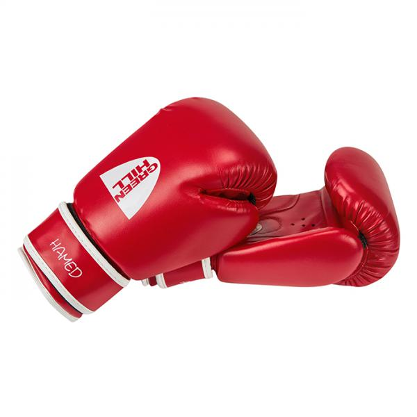 Детские боксерские перчатки Hamed 8 OZ Green HillДля бокса<br>Магазин Rocky представляет Вам отличный выбор для начинающих спортсменов - боксерские перчатки серии Hamed Green Hill. Эти перчатки помогут сберечь соперника от травм на тренировках и получить истинное удовольствие от бокса. <br>8 унций,<br><br>Высококачественный кожзаменитель,<br><br>Подходят для бокса, кикбоксинга и тайского бокса,<br><br>Одна из самых низких цен на боксерские перчатки<br><br>Цвет: красный