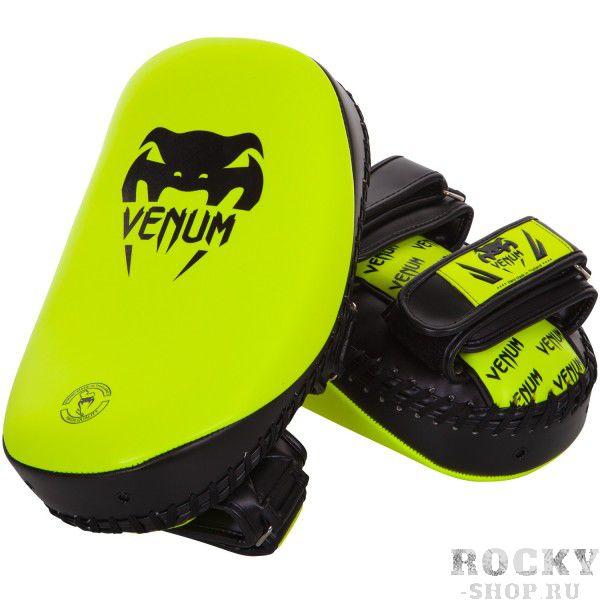 Пэды Venum Light Neo Yellow (пара) VenumЛапы и макивары<br>Тренируясь на пэдах Venum Light Neo Yellow, Вы со временем начнете двигаться также быстро, как молния!Варианты бесконечны. Применяйте удары под любыми углами, улучшая точность, маневренность, технику и физическую форму в целом. Изогнутая форма в сочетании с высокоплотной набивкой абсорбируют ударную силу и вибрацию. Усиленные застежки для фиксации предплечья а также мощная рукоятка обеспечивает комфорт, удобство, а также безопасность тренера. Особенности:- сделаны из высококачественной кожи Semi- изогнутая форма для оптимальной ударной поверхности- очень толстая набивка для абсорбирования самых мощных ударов- ремни на липучках и мощная рукоятка для надежной фиксации и безопасности- ручная работа, Тайланд<br>
