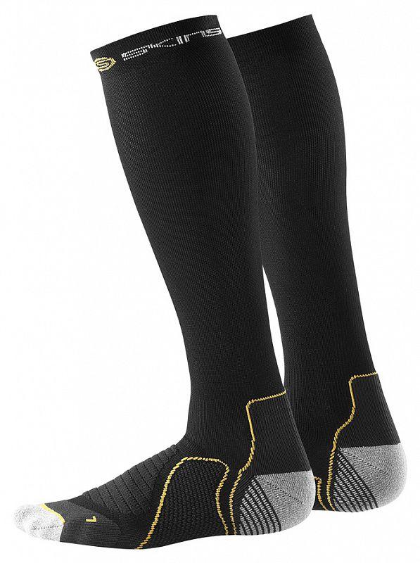 SKINS B59001933 ACTIVE COMPRESSION SOCKS Носки компрессионные (черный) SkinsКомпрессионные штаны / шорты<br>Компрессионные гольфы подходят для мужчин и&amp;nbsp;женщин и&amp;nbsp;предназначены для занятий бегом, фитнесом и&amp;nbsp;игровыми видами спорта. Градиентное сжатие обеспечивает четкую поддержку икроножной мышцы, снижая вредную вибрацию, а&amp;nbsp;также улучшает кровообращение, поставляя больше кислорода к&amp;nbsp;работающим мышцам. Улучшение кровообращения ускоряет выведение молочной кислоты и&amp;nbsp;других метаболических отходов, накапливаемых во&amp;nbsp;время интенсивного движения. Все продукты SKINS снижают риск получения травмы и&amp;nbsp;помогают быстрее восстановиться с&amp;nbsp;меньшим болевыми ощущениями. Гольфы обеспечивают поддержку температурного баланса и&amp;nbsp;отлично отводят влагу. Особенности:Сетчатые зоны охлаждения улучшают вентиляцию;Антифрикционные нити на&amp;nbsp;пятке и&amp;nbsp;носке снижают риск появления волдырей под воздействием тепла, влаги и&amp;nbsp;трения;Engineered Gradient compression&amp;nbsp;&amp;mdash; Спроектированный градиент сжатия;Skin Fit&amp;nbsp;&amp;mdash; Система отвода влаги. Материал:53% полиамид,24% нейлон,12% эластан,7% полиэстер,4% полиамид.<br><br>Размер INT: XS
