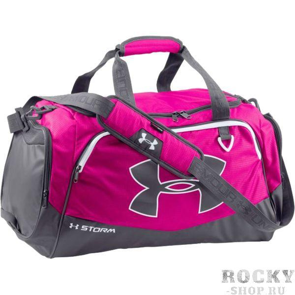 Спортивная сумка Under Armour Storm Under ArmourСпортивные сумки и рюкзаки<br>Спортивная сумка Under Armour Storm. Внешнее покрытие сумки влагоотталкивающее, но при этом хорошо дышит. Большой основной отсек, закрывающийся на молнию. Так же имеются боковые карманы. Регулируемый плечевой ремень. Габариты: 33см x 63см x 27см. Состав: 100% нейлон.<br>