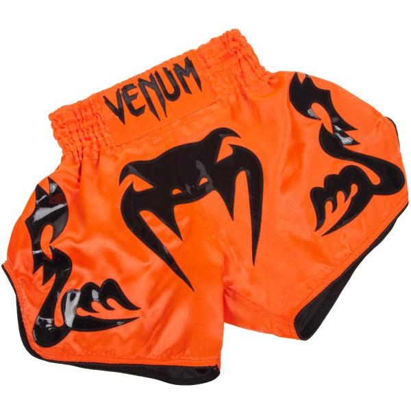 Шорты тайские Venum Bangkok Inferno Neo Orange VenumШорты для тайского бокса/кикбоксинга<br>Шорты тайские Venum Bangkok Inferno изготовлены в Тайланде,на родине тайского бокса. Изготовлены вручную, сочетая в себе стиль и комфорт. Боковые разрезы предлагают Вам огромный диапазон движений. Традиционный эластичный пояс надежно фиксирует шорты на Вас, какие бы удары не производились. Особенности:- 100% полиэстер сатин - только ручная стирка- вышивка ручной работы- ручная работа, Тайланд<br><br>Размер INT: L