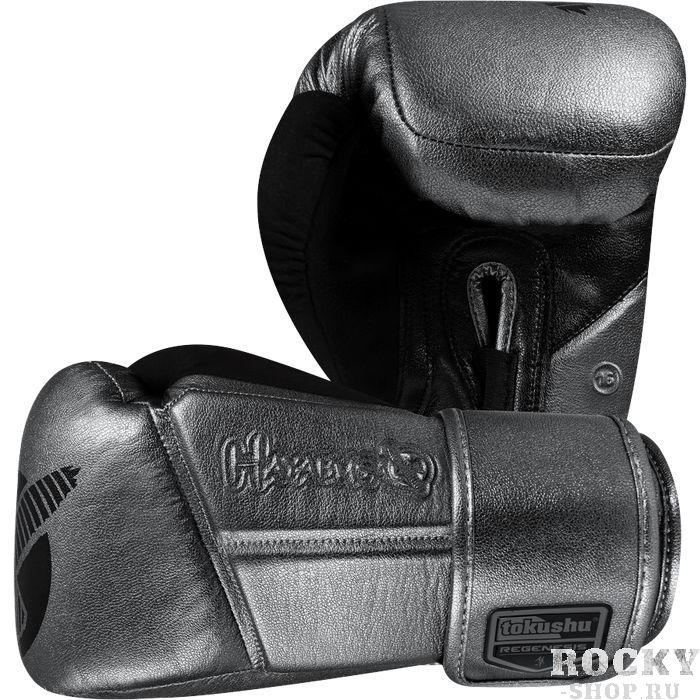 Боксерские перчатки Hayabusa Regenesis Katana, 12 oz HayabusaБоксерские перчатки<br>Боксерские перчатки Hayabusa Regenesis Katana. Лимитированная серия, выпускаемая всего лишь один раз в год. Проведенные университетские исследования доказывают, что эти перчатки являются на сегодняшний день лучшими на рынке. Только серийные перчатки Regenesis снабжены эксклюзивной «начинкой» Deltra EGTM – внутренним ядром, которое, как свидетельствуют проведенные лабораторные испытания, показало высший уровень воздействия перчатки во время нанесения удара и обеспечивает наилучшую защиту. Запатентованная система закрытия Dual-XTM, и эксклюзивная система фиксации руки Fusion SplintingTM являются собственными разработками Hayabusa и гарантируют прекрасное выравнивание руки/запястья, максимизируя ударную мощь при совершеннейшей безопасности и профилактике возможных повреждений и ран. Инновационная технология SweatX, которая основывается на идеальной эргономической посадке, применяется для фиксации большого пальца, также используется ультра-тонкое замшевое покрытие, которое обеспечивает идеальное влагоотведение. На внутреннюю ткань перчаток Hayabusa Regenesis нанесена антимикробная пропитка X-Static XT2, предотвращающая возникновение неприятного запаха. Это дополняется повышенной воздухопроницаемостью и термо-регулирующими свойствами. VylarTM - кожа последнего поколения, которая в ходе проведенных испытаний показала свою крайнюу эффективность и выносливость и ударостойкость. Согласно результатам проведенных испытаний эта кожа превосходит по своим характеристикам любые другие виды кожи, используемой для производства этого вида продукции. Специально разработанная для серии перчаток Regenesis карбонизированная бамбуковая подкладка EctaTM обеспечивает непревзойденный комфорт и качество, которое Вы сможете почувствовать только с Hayabusa. Теперь у вас есть все основания полностью доверять продукции Hayabusa серии Regenesis – это единственная экипировка, проверенная учеными!<br>