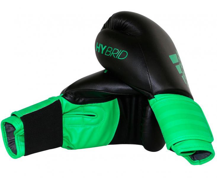 Перчатки боксерские Hybrid 100 черно-зеленые, 12 унций AdidasБоксерские перчатки<br>Adidas Hybrid 100 ультрановая серия боксерских перчаток. Они изготовлены из полиуретана нового поколения по технологии PU3G INNOVATION.PU3G - этомягкий и прочныйполиуретан, который выглядит, как кожа, и нечувствителен к колебаниям температуры и влажности. ПерчаткаHybrid 100сделана из композитного блока с интегрированным вспененным слоем, придающего перчатке уникальные амортизирующие характеристики. А его эргономичная форма обеспечивает боксеру невероятно удобную посадку перчатки на руке и максимальную безопасность. Перчатка снабжена улучшенной системой липучки для плотной и точной фиксации боксерских перчаток. Крупный логотип adidas и яркая палитра цветов придает перчаткам оригинальный внешний вид.Новыйкомпозитный блокс интегрированным вспененным слоем.Технология PU3GINNOVATION®Оригинальный дизайнИнновационная система закрытияМаксимальная безопасностьПрочная конструкция100% полиуретан.<br>