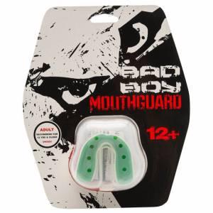 Капа Bad Boy Mouthguard Gel White Green Bad BoyБоксерские капы<br>Капа Bad Boy Mouthguard Gel White Green Подойдет для профессионалов и новичков. Капа изготовлена из сверхпрочной резины с гелевой прослойкой, благодаря чему, легко варится и формируется. Строение капы выполнено таким образом, что она создает максимальную защиту верхней и нижней челюсти. Снизит вероятность травм и сотрясения. Подходит для спортсменов возрастом от 12 лет.Состав: гель, сверхпрочная резина.<br>