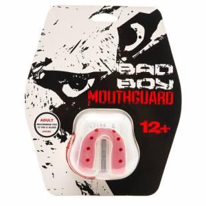 Капа Bad Boy Mouthguard Gel White Red Bad BoyБоксерские капы<br>Капа Bad Boy Mouthguard Gel White Red Выполнена из сверхпрочной резины с гелевой прослойкой, благодаря этому капа легко варится и формируется. А за счет своей формы, капа обеспечивает максимальную защиту как верхней, так и нижней челюсти. Такая капа подойдет для любого вида спорта, где требуется защита зубов. Предназначена для спортсменов возрастом от 12 лет.Состав: гель, сверхпрочная резина.<br>