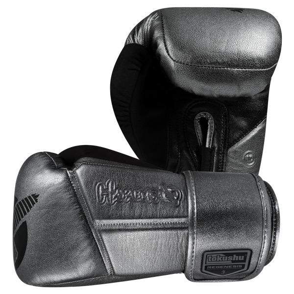 Перчатки боксерские Limited Edition Hayabusa Tokushu Regenesis Katana 16oz , 16 унций HayabusaБоксерские перчатки<br>&amp;nbsp;Представляем вам&amp;nbsp;новейшее дополнение к серии Tokushu Regenesis, перчатки Limited Edition обеспечивают новый вариант стиля для вашего арсенала и имеют &amp;nbsp;превосходную защиту. &amp;nbsp;&amp;nbsp;Запатентованные технологии фиксации запястья Dual-X и&amp;nbsp;Fusion Splinting® применяются во всех новых перчатках&amp;nbsp;Tokushu® Regenesis™. Эти перчатки обеспечивают максимально удобную посадку и прилегание руки и запястья, что дает максимальную производительность и сводит травматизм к минимуму. Также они оснащены внутренним наполнением&amp;nbsp;Deltra-EG®, которое препятствует потерям энергии и обеспечивает защиту Ваших рук. &amp;nbsp;Инновационная технология SweatX ™, которая основывается на идеальной эргономической посадке,&amp;nbsp;применяется для фиксации большого пальца, также используется ультра-тонкое замшевое покрытие, которое обеспечивает идеальное влагоотведение. Новые перчатки Hayabusa Tokushu Regenesis полностью ломают стереотипы ведущих мировых бойцов о том, какими должны быть лучшие боксерские перчатки. Внутренняя ткань называется&amp;nbsp;Hayabusa AG ™, в которой применяется антимикробная технология&amp;nbsp;X-Static® XT2®, предотвращающая возникновение неприятного запаха. Все это дополняется превосходной вентиляцией, повышенной воздухопроницаемостью и термо-регулирующими свойствами - все это обеспечивает непревзойденный комфорт. Характеристики:Запатентованная технология фиксации запястья&amp;nbsp;Dual-X, усиливающая поддержку руки посредством до 99,7% идеального прилеганияВнутреннее наполнение&amp;nbsp;Deltra-EG® - препятствует потерям энергии и защищает рукуАнтимикробная технология&amp;nbsp;X-Static® XT2® предотвращает появление бактерий и неприятного запахаЭксклюзивная внутренняя ткань&amp;nbsp;Hayabusa AG ™, обеспечивающая улучшенную вентиляцию, воздухопроницаемость и термо-регуляциюСделаны из модернизированн