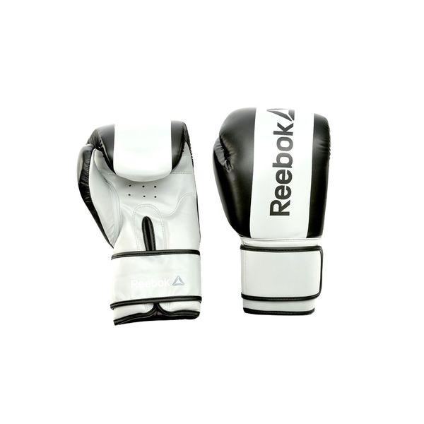 Перчатки боксерские Reebok Retail Boxing Gloves - Black, 14 oz ReebokБоксерские перчатки<br>Спарринг в стиле Reebok. Эти современные боксерские перчатки из линии Reebok Combat сконструированы таким образом, чтобы снижать силу, ускорение и вибрацию удара, обеспечивая полную защиту рукам. Надежные, прочные и долговечные эти перчатки предлагают необходимую и достаточную защиту для работы с мешком, спарринга и любых других видов тренировок. Дышащие, с сетчатой вставкой на ладони и застежками Velcro® перчатки Reebok предлагают отличную фиксацию, их легко надевать и снимать. Являясь одними из самых легких, эти перчатки отлично подойдут для новичков. Включая боксерские упражнения в программу интервальных тренировок (HIIT), Вы получаете целый ряд преимуществ: такие упражнения задействуют всё тело, а отработка движений ударов особенно эффективна для сжигания жира и преодоления стресса.<br>