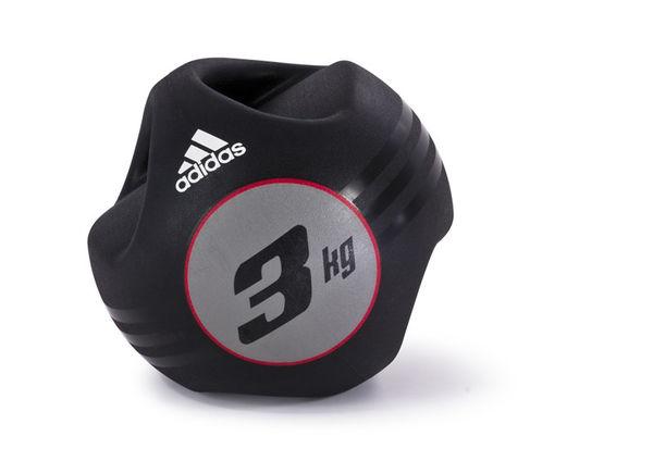 Медицинбол Adidas с ручками 3кг AdidasМедицинболы<br>Это кажется очевидным, что медицинбол сдвумя ручками можно держать одной рукой, а не двумя, что открывает возможностьдля разных направлений движений. Резиновый мяч имеет массивную рукоятку, причемцентр тяжести находится ровно в центре мяча, что дает возможность использоватьего наиболее эффективно как одной, так и двумя руками.<br>