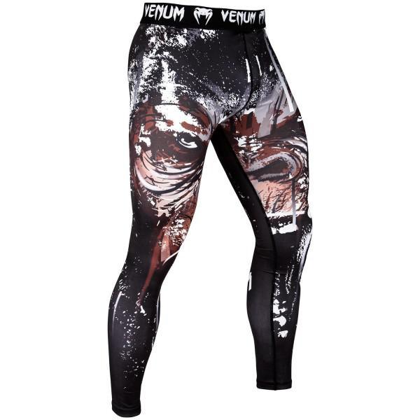 Компрессионные штаны Venum Gorilla VenumКомпрессионные штаны / шорты<br>Компрессионные штаны Venum Gorilla. Альфа-самец выполняет обязанности вожака и защитника. Он является наиболее сильным представителем в прайде. Но все же помните - мы живём в высокоразвитомсоциуме, а поэтому надо сдерживать свою энергию. . . Если только речь идёт не о спортивном клубе, где можно дать волю своей энергии. С этими компрессионками от Venum вы будете думать только о тренировочном процессе, не отвлекаясь на неприятные ощущения в мышцах ног. Предназначены для улучшения кровообращения в мышцах, что, в свою очередь, способствует уменьшению времени на восстановление полной работоспособностимышцы. Прекрасно сидят на любом теле, хорошо тянутся, абсолютно НЕ сковывают движения. Очень приятная на ощупь ткань. Штаны Venum достаточно быстро сохнут. Плоские швы не натирают кожу. Предназначены для занятий самыми различными единоборствами, кроссфитом, фитнесом, железным спортом и т. д. . Уход: Машинная стирка в холодной воде, деликатный отжим, не отбеливать.<br><br>Размер INT: XXL