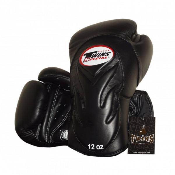 Перчатки боксерские Twins BGVL-6 Black, 16 унций  Twins SpecialБоксерские перчатки<br>Боксерские перчатки Twins Special (BGVL-6 black)Спарринг-перчатки с новым усовершенствованным дизайном, который выглядит просто потрясающее!Перчатки обработаны специальным водоотталкивающим составомБоксерские перчатки новой модели с фиксацией запястья ремешком на липучке,который надежно фиксирует перчатки на руке, а также позволяет быстро одевать и снимать перчатки.Материал: натуральная кожа.Перчатки сделаны вручную из многослойной пены для оптимальной амортизации удара.<br>