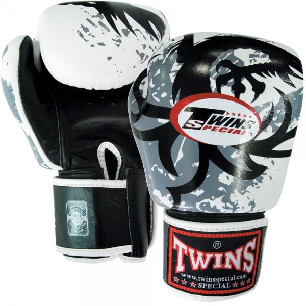 Перчатки боксерские Twins FBGV-36, 14 унций  Twins SpecialБоксерские перчатки<br>Перчатки боксерские Twins FBGV-36 прекрасно подойдут для тайского бокса, кикбоксинга или классического бокса. Особенности:- Натуральная кожа высшего качества- Удобная застежка на липучке- Идеальное соотношение цена/качество- Фиксированный большой палец- Внутренний материал из многослойной высококачественной пены- Ручная работа<br>