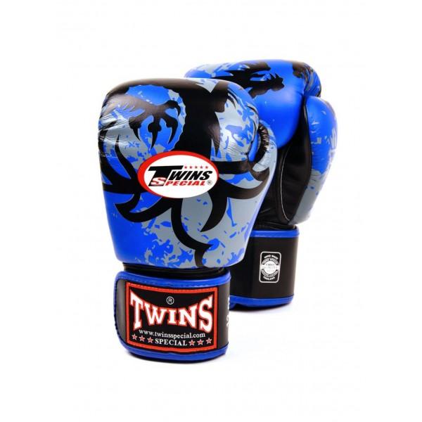 Перчатки боксерские Twins FBGV-NB, 14 унций  Twins SpecialБоксерские перчатки<br>Перчатки боксерские TwinsFBGV-NB прекрасно подойдут для тайского бокса, кикбоксинга или классического бокса. Особенности:- Натуральная кожа высшего качества- Удобная застежка на липучке- Идеальное соотношение цена/качество- Фиксированный большой палец- Внутренний материал из многослойной высококачественной пены- Ручная работа<br>