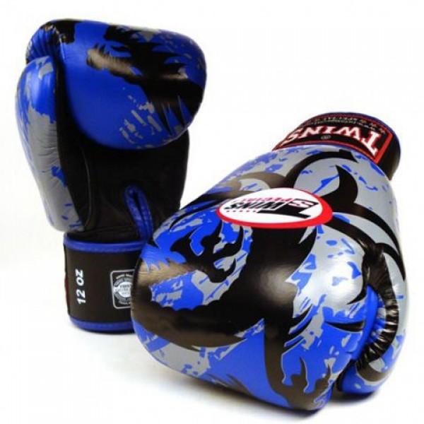 Перчатки боксерские Twins FBGV-36-Blue, 14 унций  Twins SpecialБоксерские перчатки<br>Перчатки боксерские Twins FBGV-36-Blue прекрасно подойдут для тайского бокса, кикбоксинга или классического бокса. Особенности:- Натуральная кожа высшего качества- Удобная застежка на липучке- Идеальное соотношение цена/качество- Фиксированный большой палец- Внутренний материал из многослойной высококачественной пены- Ручная работа<br>