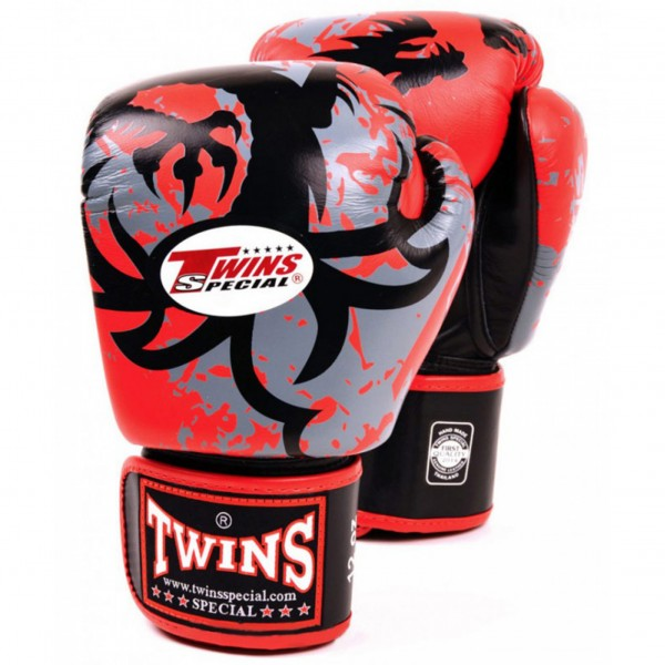 Перчатки боксерские Twins FBGV-36-Red, 14 унций  Twins SpecialБоксерские перчатки<br>Перчатки боксерские Twins FBGV-36-Red прекрасно подойдут для тайского бокса, кикбоксинга или классического бокса.Особенности:- Натуральная кожа высшего качества- Удобная застежка на липучке- Идеальное соотношение цена/качество- Фиксированный большой палец- Внутренний материал из многослойной высококачественной пены- Ручная работа<br>