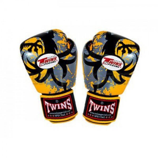 Перчатки боксерские Twins FBGV-36-Yellow, 10 унций Twins SpecialБоксерские перчатки<br>Перчатки боксерские Twins FBGV-36-Yellow прекрасно подойдут для тайского бокса, кикбоксинга или классического бокса. Особенности:- Натуральная кожа высшего качества- Удобная застежка на липучке- Идеальное соотношение цена/качество- Фиксированный большой палец- Внутренний материал из многослойной высококачественной пены- Ручная работа<br>