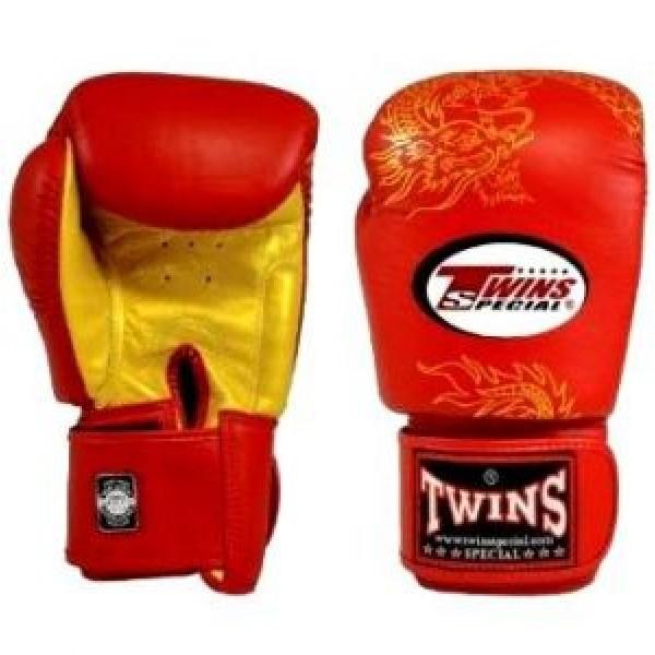 Перчатки боксерские Twins FBGV-6G-Red, 16 унций  Twins SpecialБоксерские перчатки<br>Перчатки боксерские Twins FBGV-6G прекрасно подойдут для тайского бокса, кикбоксинга или классического бокса. Особенности:- Натуральная кожа высшего качества- Удобная застежка на липучке- Идеальное соотношение цена/качество- Фиксированный большой палец- Внутренний материал из многослойной высококачественной пены- Ручная работа<br>