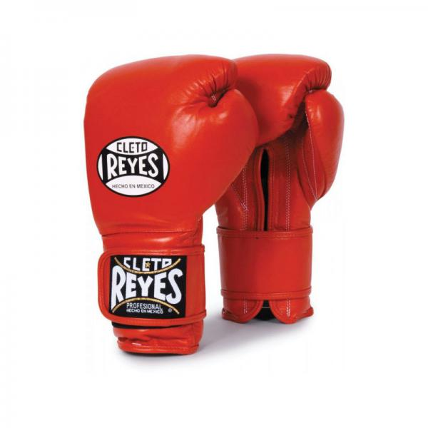 Перчатки боксерские Cleto Reyes, на липучке, 14 унций Cleto ReyesБоксерские перчатки<br>Изготовлены из козьей кожи и композитов исключительного качества<br> Водоотталкивающая подстежка из нейлона защищает обивку от пота<br> Удлинненный манжет и липучка гарантирует удобство крепления и защищает запястье от повреждений<br> Наполнение латексной пеной<br> Конструкция большого пальца защищает от попаданий в глаз, повреждений суставов, повреждений костей и гарантирует защиту пальца<br><br>Цвет: Черный