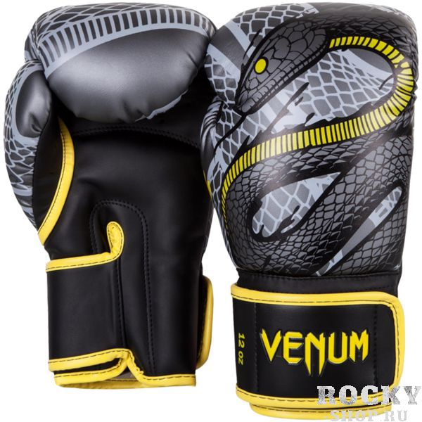 Боксерские перчатки Venum Snaker, 12 oz VenumБоксерские перчатки<br>Боксерские перчатки Venum Snaker. Отлично защищают руку! Очень хорошо сидят на руке. Широкая застежка с резинкой, обеспечивает надежную фиксацию перчаток Venum на запястье. Внутренний наполнитель - пена, которая обеспечивает хорошую амортизацию удара. Внешняя часть перчаток выполнена из искусственного современного материала Semi Leather. Сделано в Тайланде.<br>
