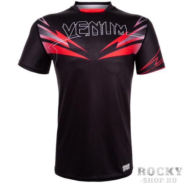 Тренировочная футболка Venum SHARP SHARP 3.0 VenumФутболки<br>Тренировочная футболка Venum SHARP 3. 0. Новая футболка Sharp от VENUM специально создана для того, чтобы сражаться не только против спарринг-партнера, но и против природных явлений. Стретчевый материал не сковывает движения и обеспечивает комфорт во время тренировок любого уровня интенсивности. Неважно, какая погода на улице – она не помешает Вам сфокусироваться на тренировке. Легкая ткань из полиэстера и эластана, а также сетчатые панели позволяют Вам сохнуть быстрее. Специальная бесшовная конструкция обеспечивает комфорт для Вашей кожи. Система Dry Tech впитывает пот, благодаря чему Ваше тело остается свежим во время тренировок Рисунки сублимированы в ткань. Состав: 100% полиэстер.<br><br>Размер INT: XL