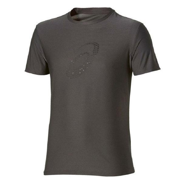 Беговая футболка ASICS 134084 0779 SS TOP  AsicsФутболки / Майки / Поло<br>Беговая футболка ASICS 134084 0779 SS TOP•Стильная мужская спортивная футболка от ASICS идеально подойдет как для занятий бегом, фитнесом, так и для повседневной носки. •Высокотехнологичная синтетическая ткань, в состав которой входят волокна полиэстера, обладает хорошими эксплуатационными характеристиками. •Технология управления влажностью обеспечивает эффективный отвод влаги с поверхности кожи. •Футболка хорошо тянется и не деформируется после многочисленных стирок. •Округлая горловина футболки подшита мягкой каймой. •Спина декорирована вставкой зеленого цвета, которая обеспечивает дополнительную вентиляцию.<br><br>Размер INT: S