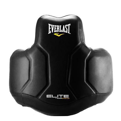 Защита корпуса для тренера Everlast Elite, Черный EverlastЗащита тела<br>Современный дизайн с технологией Evershield, которая включает в себя слои с высококачественной набивкой, ударопрочной синтетической кожей и полный охват тела для обеспечения высочайшего уровня защиты ELITE. Легкую контурную форму наполняет множество слоев поглощающей энергию пены для обеспечения большей защиты, при этом позволяя вам свободно перемещаться во время тренировки. Пять регулируемых точек безопасности обеспечивают настраиваемую подгонку под конкретного спортсмена.<br>