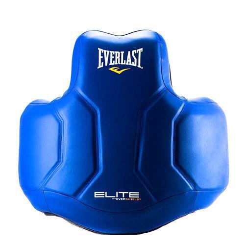 Защита корпуса для тренера Everlast Elite, Синий EverlastЗащита тела<br>Современный дизайн с технологией Evershield, которая включает в себя слои с высококачественной набивкой, ударопрочной синтетической кожей и полный охват тела для обеспечения высочайшего уровня защиты ELITE. Легкую контурную форму наполняет множество слоев поглощающей энергию пены для обеспечения большей защиты, при этом позволяя вам свободно перемещаться во время тренировки. Пять регулируемых точек безопасности обеспечивают настраиваемую подгонку под конкретного спортсмена.<br>