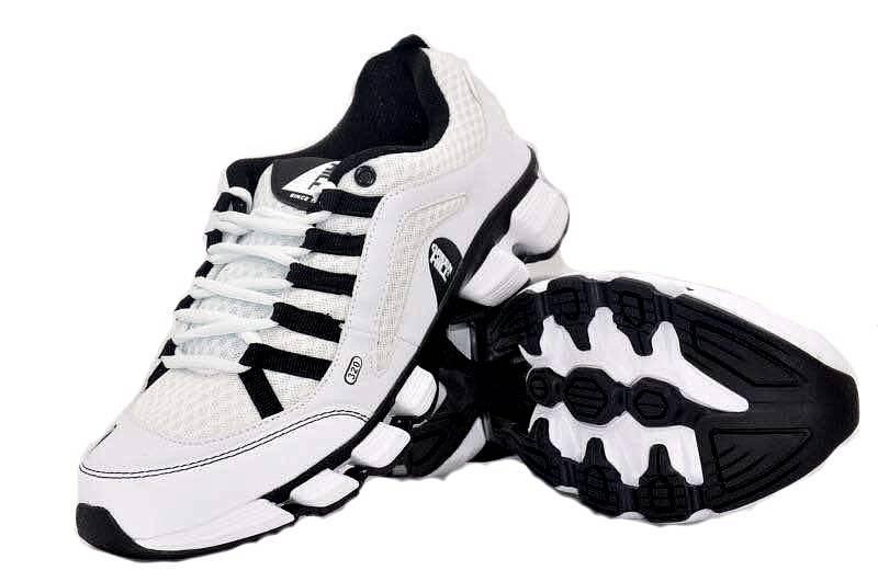 Кроссовки Green Hill, белые с черным Green HillКроссовки<br>Модель изготовлена из качественного материала практичной расцветки. Подходят как для занятий спортом, так и для повседневной носки. Материал: искусственная кожа, синтетическая сетка.<br><br>Размер INT: 45