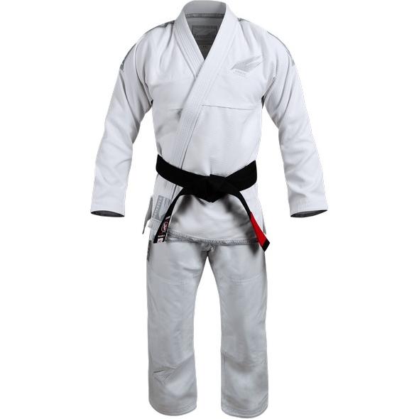 Кимоно для БЖЖ Hayabusa Stealth HayabusaЭкипировка для Джиу-джитсу<br>Кимоно для BJJ (бразильское джиу-джитсу) Hayabusa Stealth. Ги Hayabusa Stealth - доказательство того, что и минимализм может быть стильным. Но при этом надо помнить, что кимоно от Hayabusa в первую очередь заслуженноассоциируются с качеством. Созданное из ткани Pearl Weave, это высококлассное ги улучшит соревновательные результаты, обеспечивая необходимое тактическое преимущество. Усиленные швы на самых хрупких и изнашиваемых частях ги. Лёгкая ткань Pearl Weave плотностью 420 гр/кв. м, штаны из 12-унцового твила. Пояс в комплект не входит. Уход: машинная стирка в холодной воде, деликатный отжим, не отбеливать.<br><br>Размер: A3