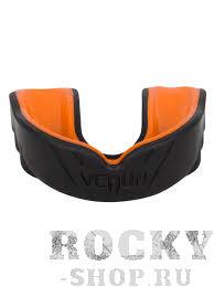 Капа боксерская Venum Challenger Mouthguard - Black/Orange VenumБоксерские капы<br>Капа Venum Challenger Mouthguard - Black/Orange специально разработана для защиты зубов, губ, челюстей и десен. Состоит из двух слоев. Первый из высококачественного геля для большего комфорта со специальным дыхательным каналом, который повысит вашу производительность во время тренировок. Второй слой из резины, аммортизирующий и рассеивающий ударную волну. Характеристики:- Гелевый слой Nextfit для большего комфорта- Усовершенствованная конструкция для оптимального дыхания во время боя- Высокоплотный резиновый слой для улучшенного рассеивания ударной волны- Идет в комплекте с футляром для личной гигиены- CE сертификация / Норма: SATRA M33: 2011<br>