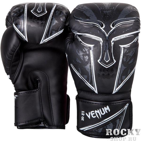 Боксерские перчатки Venum Gladiator, 12 oz VenumБоксерские перчатки<br>Боксерские перчатки Venum Gladiator. Лимитированная серия боксёрских перчаток высокого качества. Отлично защищают руку! Очень хорошо сидят на руке. Широкая застежка обеспечивает надежную фиксацию перчаток Venum на запястье. Внутренний наполнитель - пена, которая обеспечивает хорошую амортизацию удара. Внешняя часть перчаток выполнена из искусственного современного материала Semi Leather. Сделано в Тайланде.<br>
