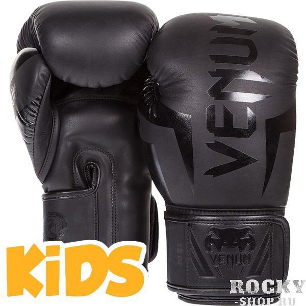 Детские перчатки Venum Elite, black, M size, 6 OZ VenumБоксерские перчатки<br>Детские боксерские перчатки Venum Elite. Выполнены с учетом физиологического строения детских и юношеских рук. Высококачественный наполнитель(пена) снижает силу удара, тем самым защищает кисть бойца и лицо его партнера. Широкая застежка, обеспечивающая надежную фиксацию перчаток Venum на запястье. Так же застежка снабжена резиновой вставкой, для регулирования обхвата кисти. Очень качественно сделанные швы. Внешний материал детских перчаток для бокса Venum Elite - Premium Skintex Leather. Внутренний наполнитель - пена для лучшей амортизации удара.<br>