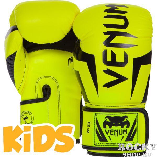 Детские перчатки Venum Elite, yellow/black, S size, 4 OZ VenumБоксерские перчатки<br>Детские боксерские перчатки Venum Elite. Выполнены с учетом физиологического строения детских и юношеских рук. Высококачественный наполнитель(пена) снижает силу удара, тем самым защищает кисть бойца и лицо его партнера. Широкая застежка, обеспечивающая надежную фиксацию перчаток Venum на запястии. Так же застежка снабжена резиновой вставкой, для регулирования обхвата кисти. Очень качественно сделанные швы. Внешний материал детских перчаток для бокса Venum Elite - Premium Skintex Leather. Внутренний наполнитель - пена для лучшей амортизации удара. Купить боксёрские перчатки Venum можно в нашем магазине либо оформив заказ на доставку.<br>