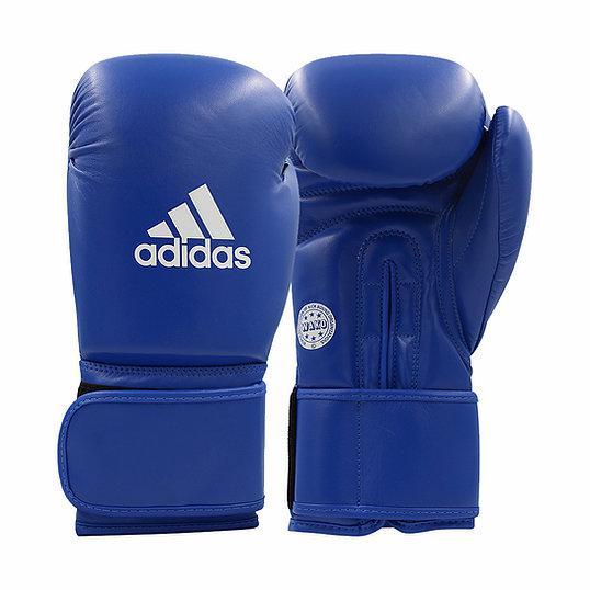 Перчатки для кикбоксинга WAKO Kickboxing Competition Glove синие AdidasБоксерские перчатки<br>Соревновательныеперчатки WAKO кикбоксинг. Топовые перчатки для выступлений по кикбоксингу WAKO. Набивка имеет композитную структуру, выполненную по технологииI-Protech ®- это композитный литой вкладыш из пены высокого давления IMF (Intelligent MouldFoamTechnology),которыйобеспечивает однородный уровень поглощения удара,что гарантирует идеальную защиту для ваших рук. Одобрено WAKO (нанесено на ладонь). Новая улучшенная модель с лучшей и более толстой защитой области удара. Специальная усиленная манжета шириной9,5 см. сувеличенной жесткостьюс технологией Softpunch ®,обезопасит иисключит риск получения травмкисти. Фиксация перчатки системой липучкидля быстрой и точной регулировки боксерских перчаток.  Состав: натуральная воловья кожа качества АА. Технология I-Protech ®ТехнологияSoftpunch ®Одобрено WAKO. Одобрено Федерацией Кикбоксинга России. Специальная усиленная манжетаШирина манжета 9,5 см. Натуральная воловья кожа качества АА.<br><br>Размер: 10 унций