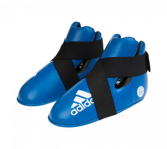 Защита стопы WAKO Kickboxing Safety Boots синяя AdidasЗащита тела<br>Профессиональные футы для кикбоксинга, одобрены WAKO (Всемирная Федерация кикбоксинга). Футы допускаются на соревнования под эгидой WAKO. Внешний материал:полиуретан, которыйдостаточно прочный в использовании, внутренний материал: пена высокого давления, которая со временем не трескается и не теряет форму. Удобная фиксация на ноге, материал впитываетвлагу и выводит её. Легкие и комфортные в использовании. Используются во многих единоборствах. Одобрено WAKO. Одобрено Федерацией Кикбоксинга России. Прочный полиуретан PU3G. Влагостойкий выводящий материал. Пенный вкладыш. Удобная фиксация. Легкие и удобные.<br><br>Размер: S