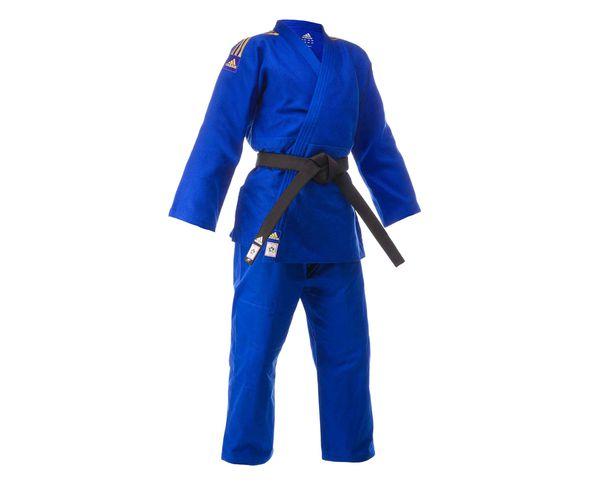 Кимоно для дзюдо Champion 2 IJF синее с золотыми полосками AdidasЭкипировка для Дзюдо<br>Профессиональное кимоно дзюдо adidas Champion II разработано в соответствии с последними рекомендациями Международной федерации дзюдо IJF вступившими в силу с апреля 2015. Идеальное кимоно из плотной ткани весом 730 gs/m2(соответствует новым стандартам IJF 2015). Создано в тесном сотрудничестве с рядом именитых спортсменов. Сделано из смеси полиэстера и хлопка. Хлопковые волокна, укрепленные полиэфирными нитями, обладают повышенной прочностью и лучше выводят влагу. Таким образом, кимоно дольше служит. Дополнительная обработка при производстве горячим паром волокон тканисогласно технологии adidas Pre-shrunk, снижает усадку до 1-3смв зависимости от размера кимоно. Состав ткани: 75% хлопок, 25% полиэстер.  Кимоноидет без пояса. Пояс продается отдельно. Официальное кимоно IJF 2015 (Международная федерация дзюдо)Профессиональное кимоноПлотная и прочная тканьСпециально усиленные места в областях с высокой нагрузкойПлотность: 730 g/m2Материал:75% хлопок, 25% полиэстер.<br><br>Размер: 175 см