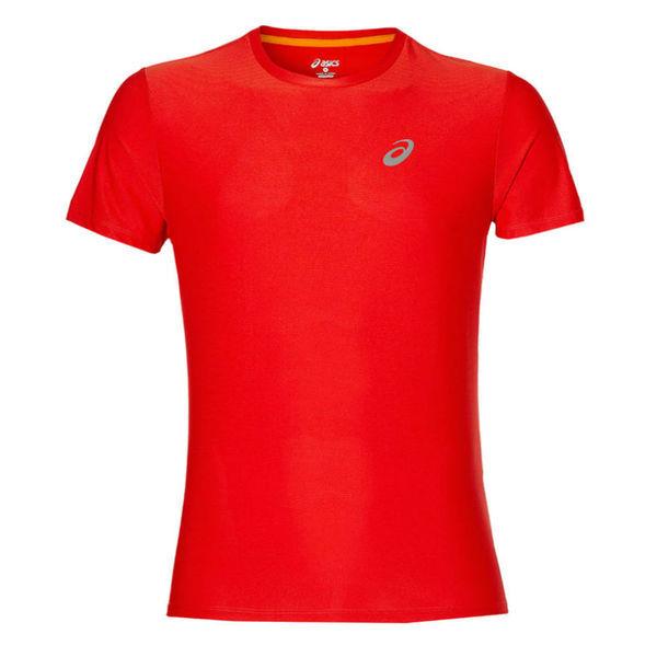 Беговая футболка ASICS 134084 0626 SS TOP  AsicsФутболки<br>Беговая футболка ASICS 134084 0626 SS TOP•Стильная мужская спортивная футболка от ASICS идеально подойдет как для занятий бегом, фитнесом, так и для повседневной носки. •Высокотехнологичная синтетическая ткань, в состав которой входят волокна полиэстера, обладает хорошими эксплуатационными характеристиками. •Технология управления влажностью обеспечивает эффективный отвод влаги с поверхности кожи. •Футболка хорошо тянется и не деформируется после многочисленных стирок. •Округлая горловина футболки подшита мягкой каймой. •Спина декорирована вставкой зеленого цвета, которая обеспечивает дополнительную вентиляцию.<br><br>Размер INT: S