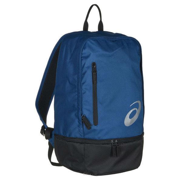 Рюкзак ASICS 132077 8130 TR CORE BACKPACK AsicsСпортивные сумки и рюкзаки<br>Рюкзак ASICS 132077 8130 TR CORE BACKPACK•Вместительный универсальный рюкзак как для походов, так и для прогулок по городу. •Рюкзак выполнен из прочного текстиля и имеет вместительное основное отделение на молнии. •Внутреннее отделение для ноутбука для телефона, кошелька и др. •Небольшой сетчатый карман для бутылки или влажных вещей. Внешний карман на молнии для хранения небольших предметов. •Уплотненная спинка смягчает воздействие при беге, а регулируемые лямки и ремень обеспечивают оптимальную посадку. •Размеры (Д х Ш х В): 27 х 19 х 45 см.<br>