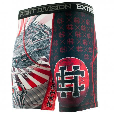 Шорты Вале Тудо YAKUZA Extreme HobbyКомпрессионные штаны / шорты<br>Шорты изготовлены из высококачественного материала. Влагоотводящий материал позволяет оставаться телу сухим, а мышцы разогретыми. Рисунок нанесен по системе сублимации. Эластичная резинка на поясе предотвращает от соскальзывания во время боя.<br><br>Размер INT: L