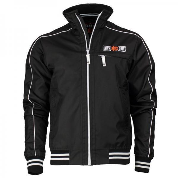 Drive jacket EH черный (черный), черный Extreme HobbyКуртки / ветровки<br>Осенняя куртка ветровка – это новая версия продукта, который был в нашем ассортименте с момента создания компании. Короткая, водонепроницаемая, куртка обладает узнаваемым стилем, который прекрасно подчеркивает характер владельца. Материал: 100% полиэстер. <br>КОЛЛЕКЦИЯ: 58 BASIC<br>ЦВЕТ: ЧЕРНЫЙ<br>МАТЕРИАЛ: 100% ПОЛИЭСТЕР<br><br>Размер INT: XXL