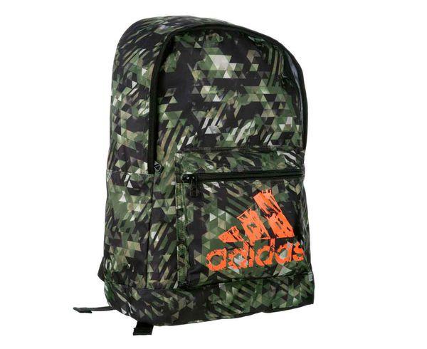 Рюкзак Basic Backpack Camo камуфляжно-оранжевый AdidasСпортивные сумки и рюкзаки<br>Модель 2017 года.  Коллекция adidas martial arts &amp; boxing.  Рюкзак имеет регулируемые лямки, передний кармани один большой отсек. Материал: Прочный 100% полиэстер. Мягкая спинка для комфортного использования. Передний карман для аксессуаров. Отлично подходит для повседневного использования. Размер: 45х30х17 см<br>