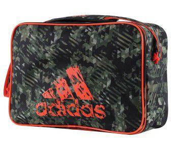 Сумка спортивная Leisure Camo Messenger S камуфляжно-оранжевая AdidasСпортивные сумки и рюкзаки<br>Удобная, небольшая сумка, которая подходит и для повседневного использования.<br><br>Размер: S